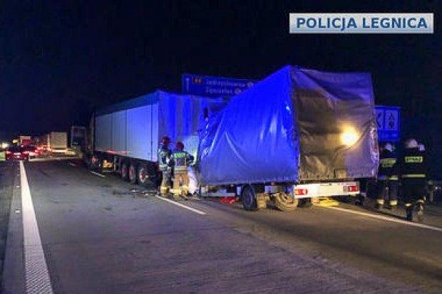 Śmiertelny wypadek na autostradzie A4. Kierowca renaulta zginął na miejscu