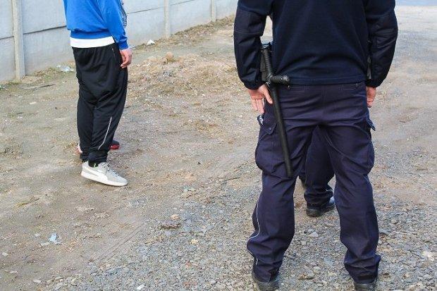 Bandyci w kominiarkach napadli na 42-latka. Pobili go i okradli