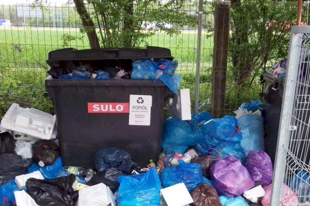 Przepełnione kontenery w Szczytnicy i Raciborowicach. Władze gminy odpowiadają