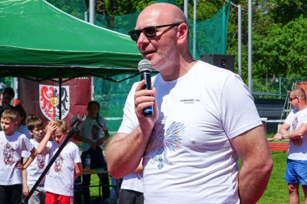 Mistrz olimpijski Szymon Ziółkowski na zawodach w Bolesławcu