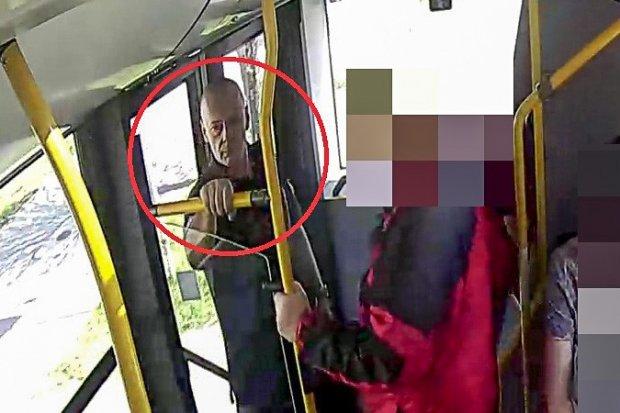 Przywłaszczył laptopa zostawionego w autobusie. Kim jest ten mężczyzna?