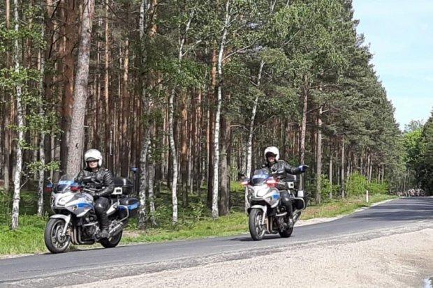 Policjanci zabezpieczali wyścig kolarski