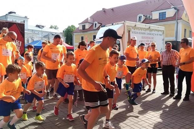 Około 100 biegaczy pobiegło w rundce z powiatem