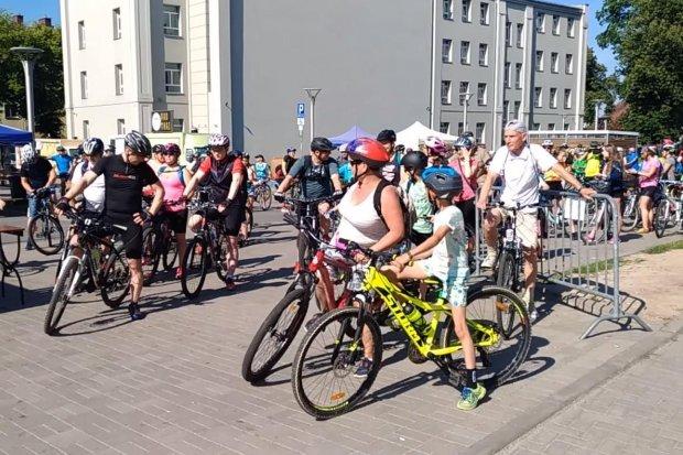 Około 200 rowerzystów na rowerowej rundce z powiatem