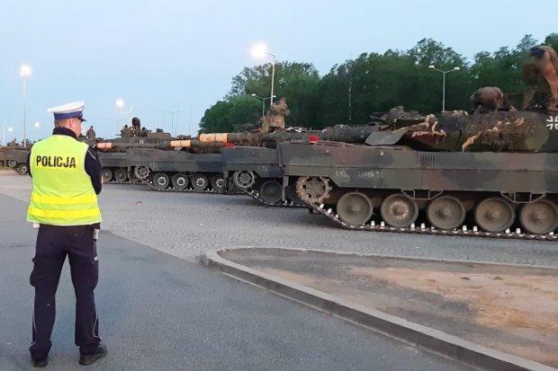 Zabezpieczali przejazd czołgów na A4 i A18