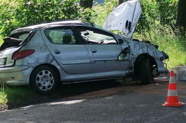 Czytelnik: auto dachowało z powodu stanu drogi. ZDP i policja: Nieprawda