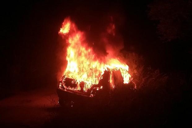 Auto spłonęło koło Gromadki