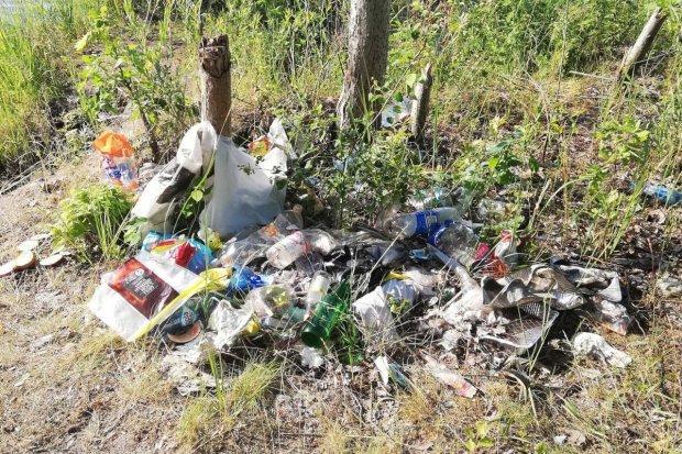 Krępnica: jedni sprzątają, a inni śmiecą i srają na ścieżce