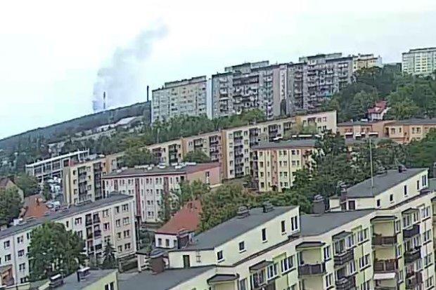 Duży pożar na polach koło Szczytnicy. Dym widać z Bolesławca