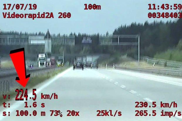 Gnał z prędkością 224 km/h po autostradzie. Sprawa trafi do sądu