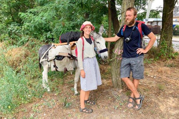 Z osłami podróżują przez Europę, w Świętokrzyskiem chcą założyć farmę