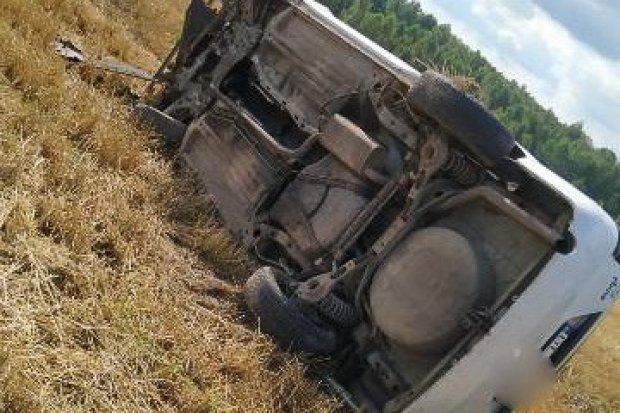 Ford wypadł z drogi. Kierowca był pijany