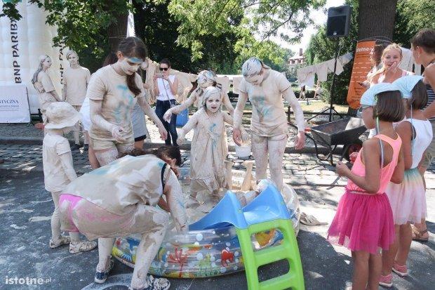 Zabawy i atrakcje glinianego miasteczka