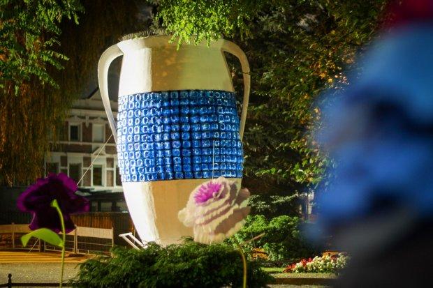 Recyklingowy dzban i dekoracje miasteczka Glina Show