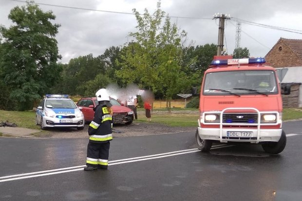 Kolizja dwóch aut w Nowogrodźcu