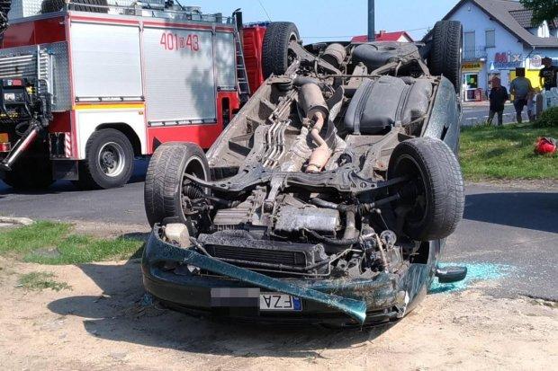 Zderzenie dwóch aut w Kraśniku Dolnym. Seat dachował, 27-latka ranna