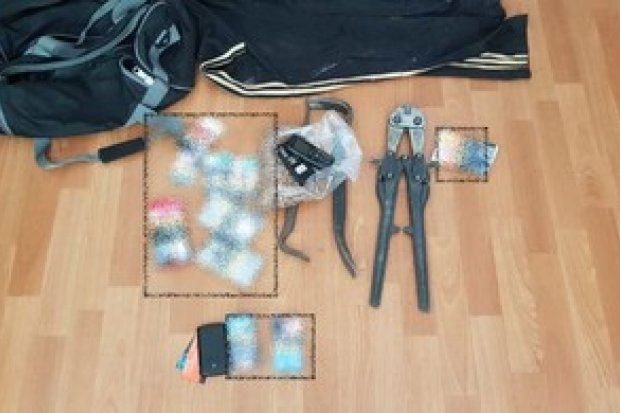 Zamaskowani włamywacze okradali sklepy. Duet tymczasowo aresztowany