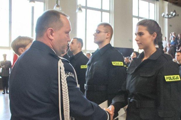 Nowi policjanci ślubowali. 2 z nich będzie służyć w Bolesławcu