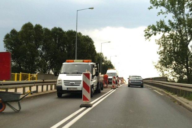 Korki na obwodnicy Bolesławca – trwają roboty drogowe na wiadukcie