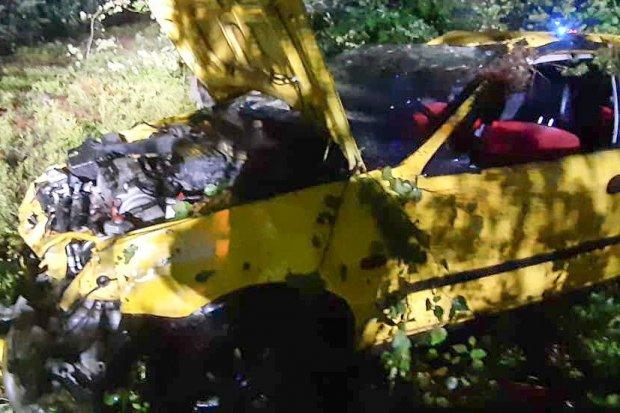 Dachowanie pod Gromadką, dwie osoby ranne. 19-latek stracił prawo jazdy