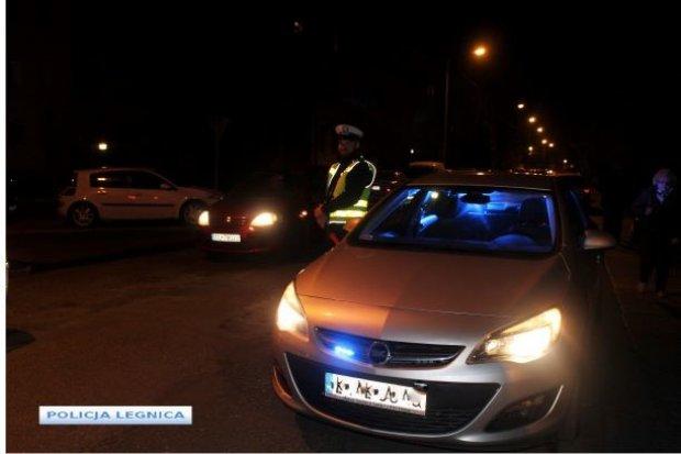 Poszukiwany 32-latek z zakazem wpadł po nocnym pościgu policji