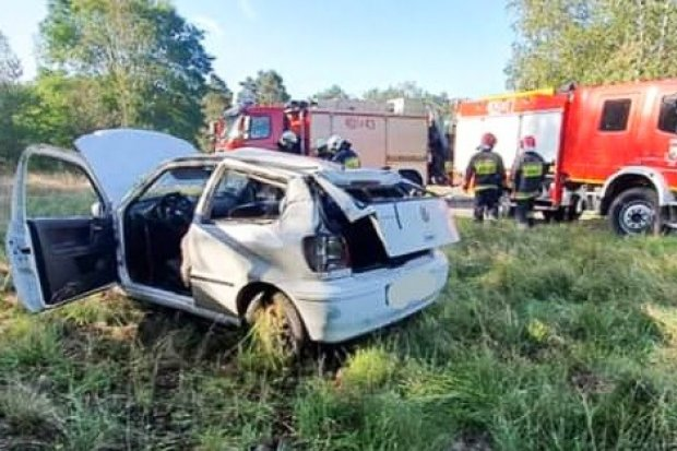 Auto dachowało w Starej Olesznej, 33-latek lekko ranny