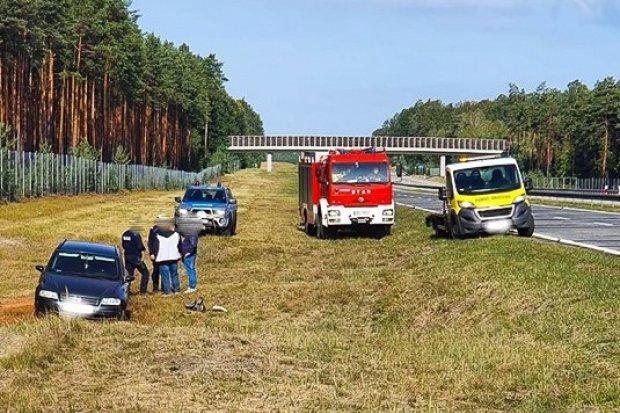 Auto wypadło z drogi na A18
