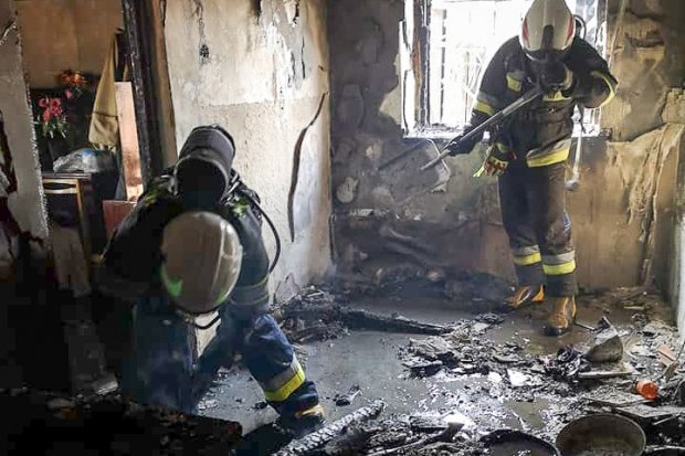Pożar w Tomaszowie. Dwie osoby lekko poparzone