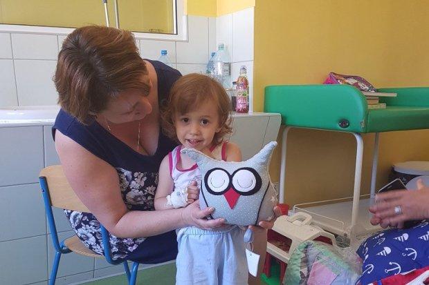Tęczowa i pluszowa akcja charytatywna dla dzieci w szpitalu