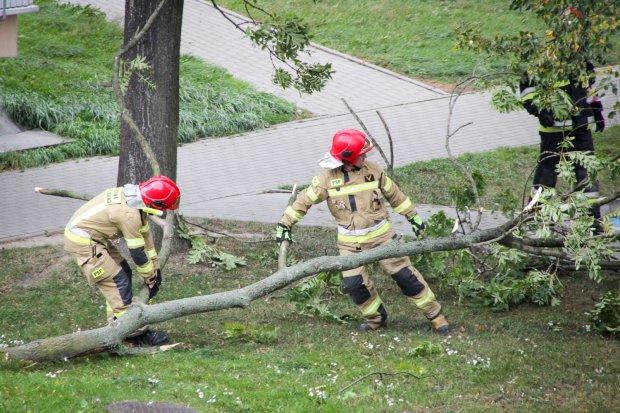 Wichura szaleje w Bolesławcu, na Zabobrzu zerwała dach