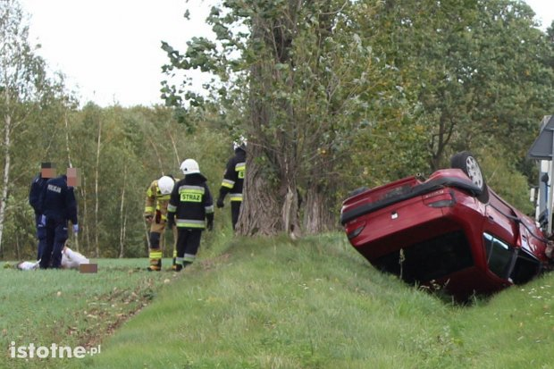 Pościg za autem i wypadek. Kierowca próbował staranować radiowóz