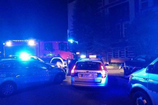 Kierowca z zakazem uciekał przed policją, uszkodził 2 radiowozy. Pasażer z Bolesławca wpadł z metą