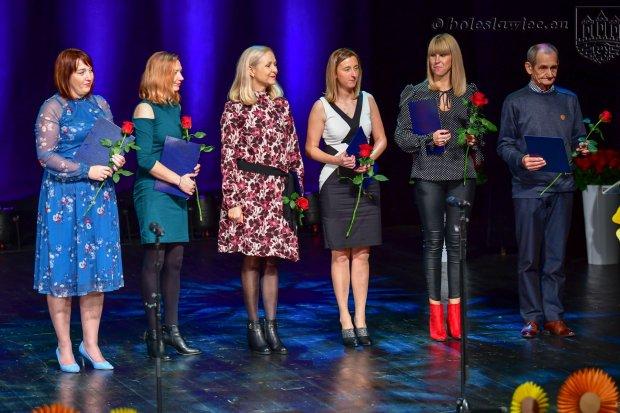 Nauczyciele i dyrektorzy miejskich szkół uhonorowani