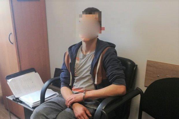 19-letni recydywista odpowie m.in. za rozbój z użyciem noża. Jest areszt