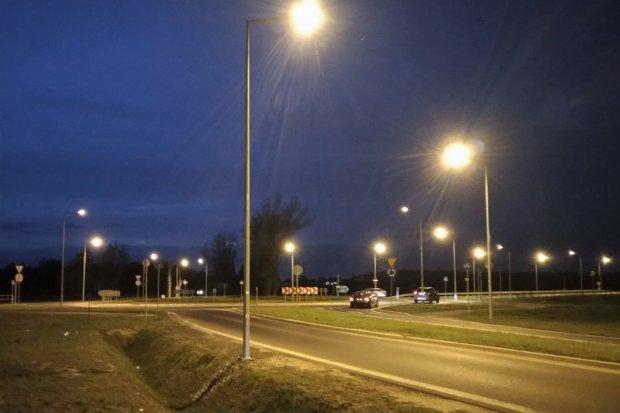 Rondo koło Łazisk w końcu oświetlone