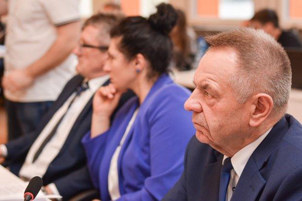 Wojna w powiecie: były wiceszef rady oskarża innych o korupcję polityczną