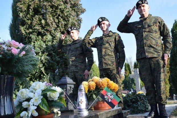 Pamiętają o zmarłych kolegach i żołnierzach poległych na wojnie
