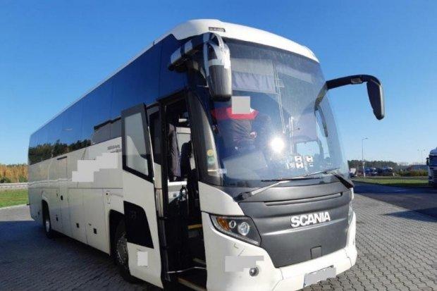 Woził ludzi po Europie autobusem z fikcyjnymi przeglądami