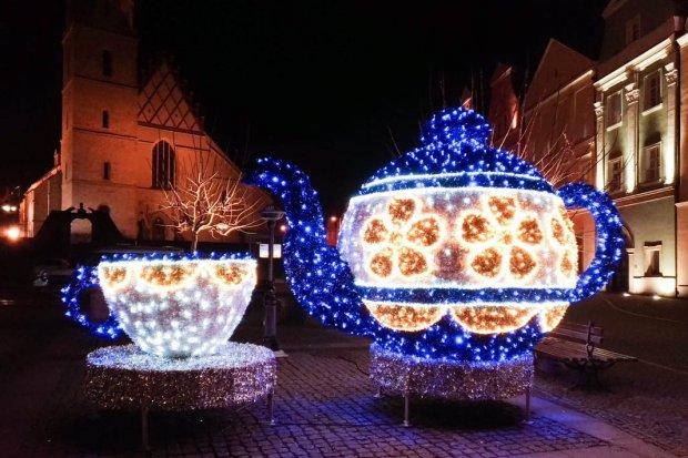 Zobacz jak wygląda świąteczny rynek nocą