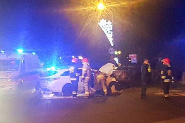 Kolizja na ul. Widok. W autach czterech żołnierzy i bolesławianka. Są ranni