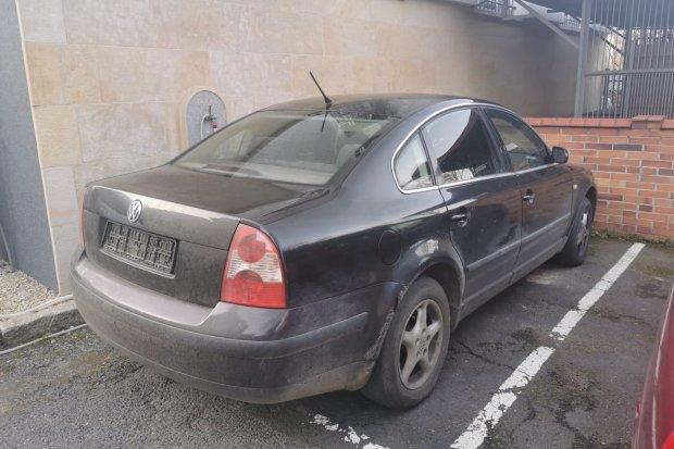 Wieczorny pościg policyjny w Ocicach i Nowogrodźcu. Przestępca uciekał kradzionym autem