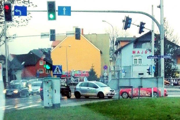 Co się stało na skrzyżowaniu? Za dużo aut nauki jazdy w mieście?