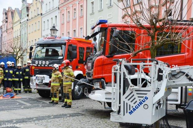 Strażacy z naszego powiatu z nowymi wozami i sprzętem ratowniczym