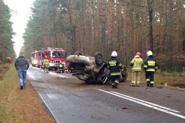 Auto dachowało między Parową a Osiecznicą. Jedna osoba ranna