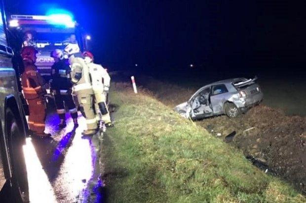 Auto wypadło z drogi koło Warty