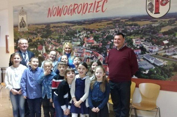 Burmistrz i urzędnicy pod ostrzałem pytań... trzecioklasistów z Nowej Wsi