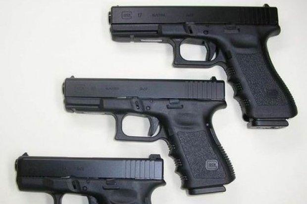 """Kiedy policjant może użyć broni palnej w pościgu? """"Stawienie oporu jest niecelowe"""""""