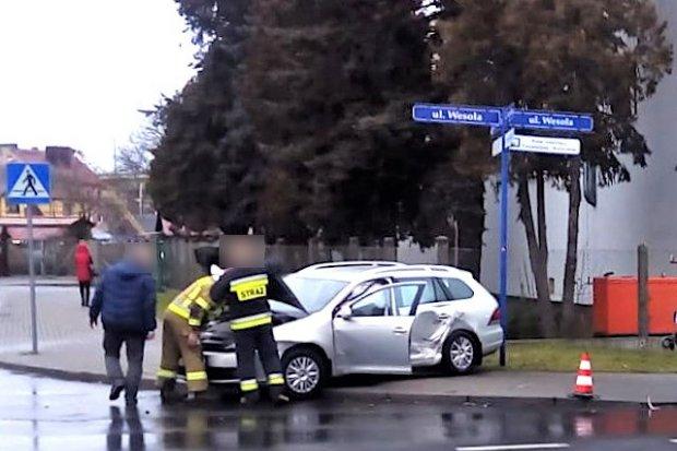 Zderzenie radiowozu z osobówką na ulicy Wesołej