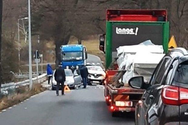 Kolizja z udziałem dwóch aut w Mierzwinie
