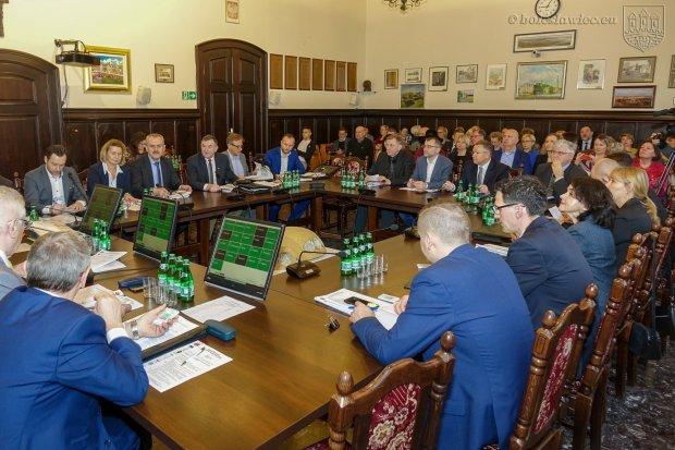 Sprzeciw Rady Miasta wobec propozycji rządu. Chodzi o 6 mld zł z Unii Europejskiej